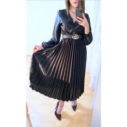 Черна рокля плисирана