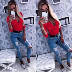 Червена блуза с деколте