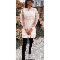 Ефирна бяла рокля