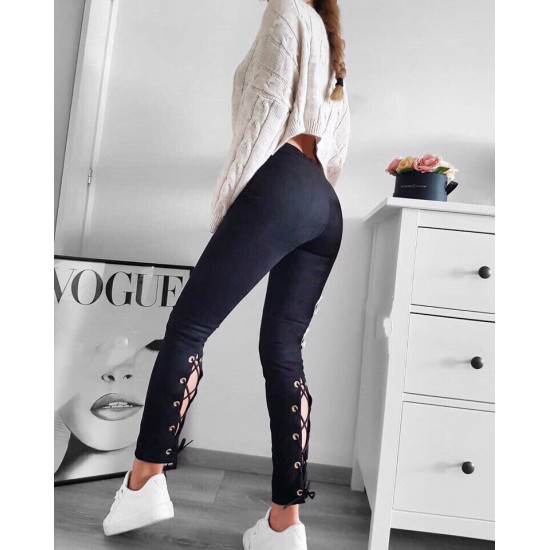 Прилепнал дамски панталони