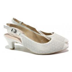 Дамски обувки от естествена кожа Caprice 9-29601-22 бял | Немски обувки на среден ток